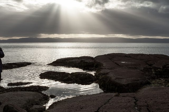 Freycinet_sunbeams_wide