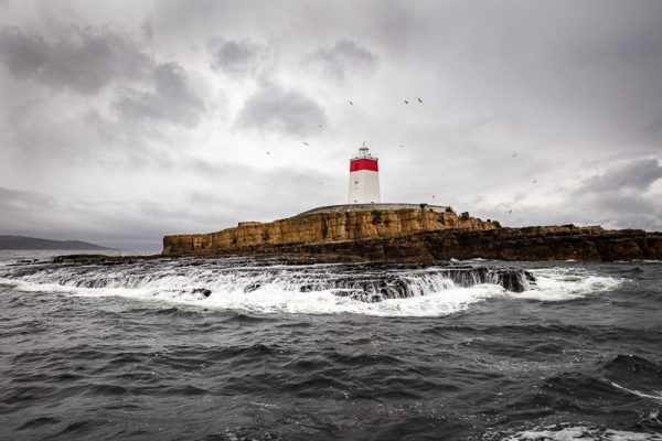 coastal-seascape-iron-pot-lighthouse-derwent-river-hobart-tasmania-at-24mm_RV-6131