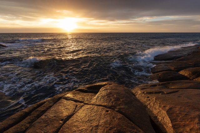 coastal-flinders-island-rocks-seascape-sunrise-tasmania-waves-0345_RV