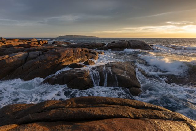 coastal-flinders-island-rocks-seascape-sunrise-tasmania-waves-0358_RV