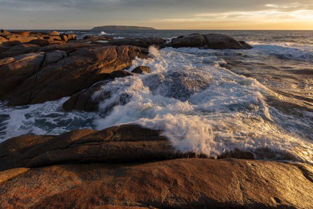 Coastal waves Flinders Island